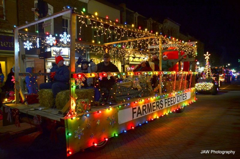 Santa Headlines Moonlight  Magic and the Tractor Parade of Lights on Friday, November 16th  2018